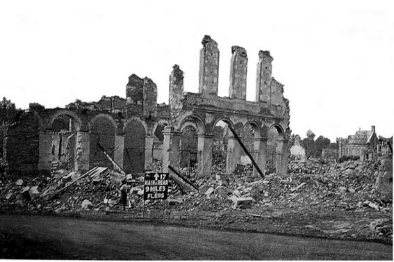 La mairie en ruines - © Robert Desaunay
